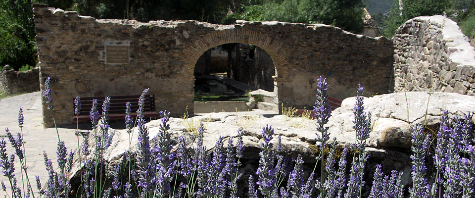 Fuente de ba os lavadero jaca jaca rom nica ruta de los edificios rom nicos m s - Fuente de los banos montanejos ...