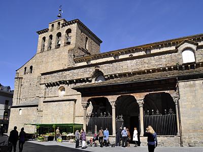 http://www.jaca.com/images/turismo/jacaromanica/catedral_jaca.jpg