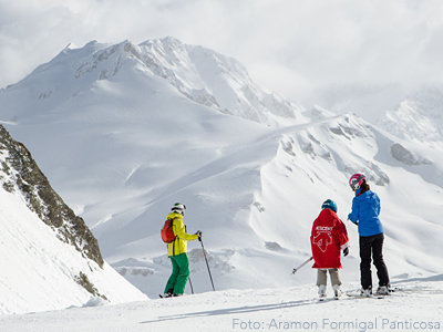 Asimismo, debido a las especiales circunstancias de esta próxima temporada, el pase incluye una garantía gratuita COVID que avala que los esquiadores tendrán 15 días de esquí y que, en caso de que no pudieran disfrutarlos por razones derivadas de la pandemia, podrán solicitar la devolución al precio día estipulado.